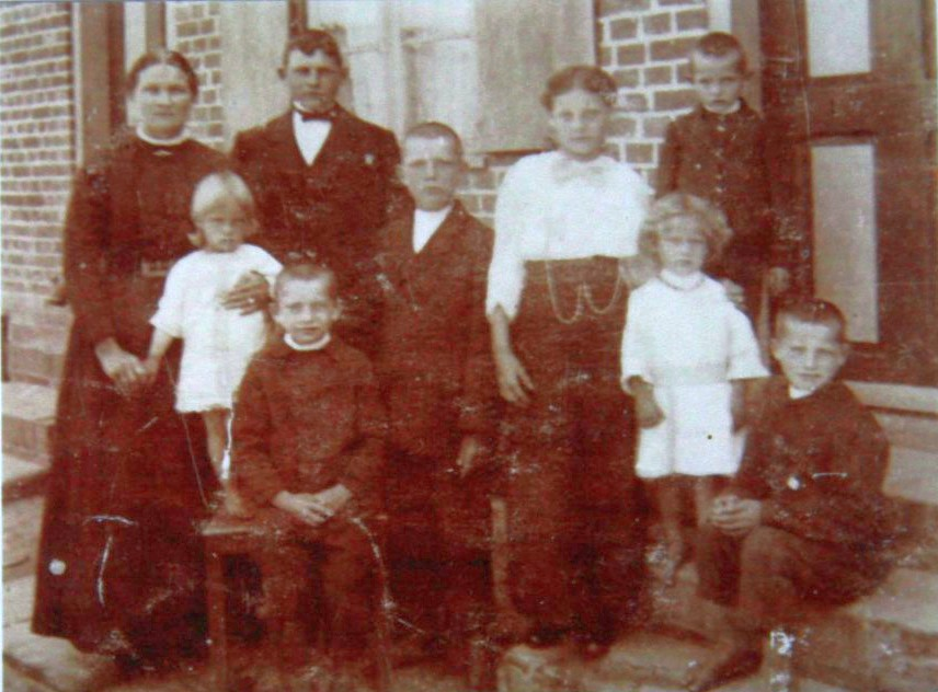 Name:  1910 C19065 Grandgrandparents Woyke with family in Przegalina or Swibno.jpg