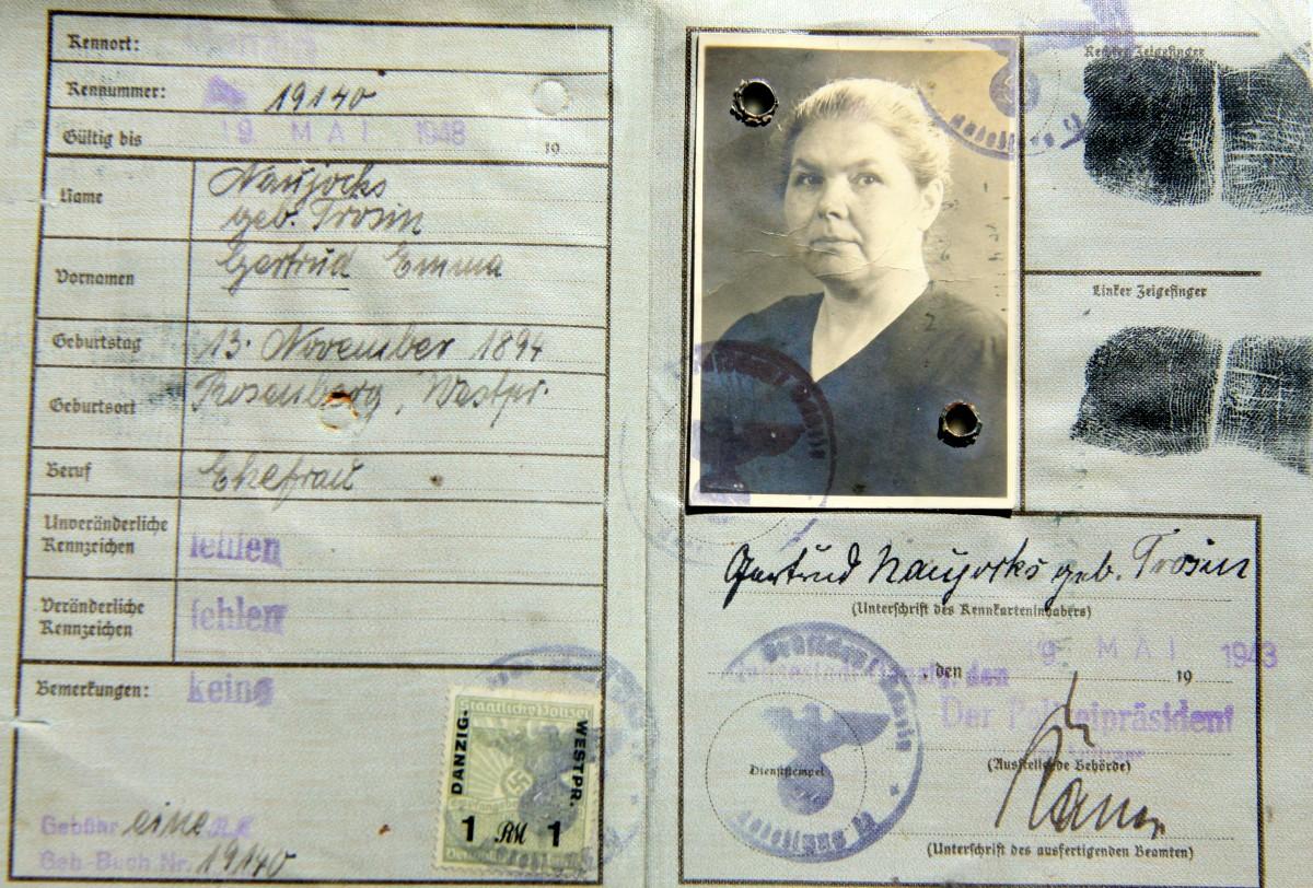 Name:  00011 Trosin Gertrud Emma 1943 Kennkarte Danzig (Innenseite).jpg Hits: 709 Größe:  348.6 KB