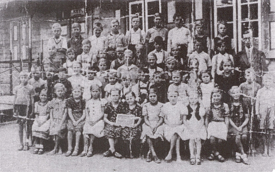 Name:  Mierau - Volksschule 1938 - 1.-8. Schuljahr.jpg Hits: 88 Größe:  485.8 KB