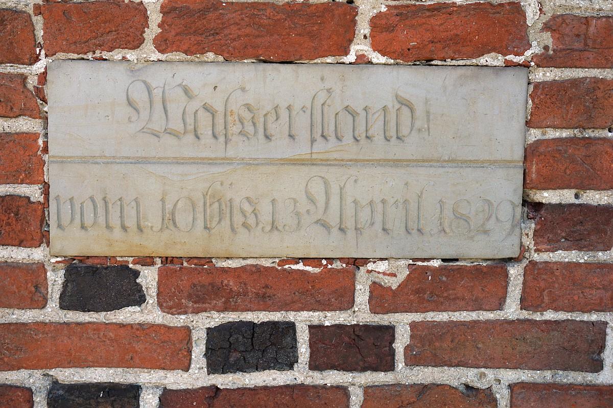 Name:  190630 SA616485 Niederungskirche Hochwasseranzeige.jpg Hits: 232 Größe:  431.0 KB