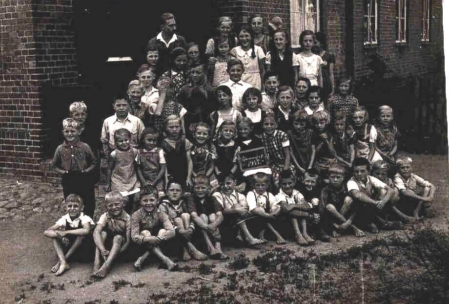 Name:  Schulbild 1935.jpg Hits: 552 Größe:  101.9 KB