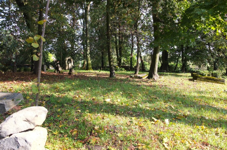 Name:  dscf4473 - alter Friedhof Dzierzgon2013.jpg Hits: 325 Größe:  198.5 KB