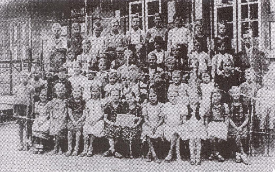 Name:  Mierau - Volksschule 1938 - 1.-8. Schuljahr.jpg Hits: 85 Größe:  485.8 KB