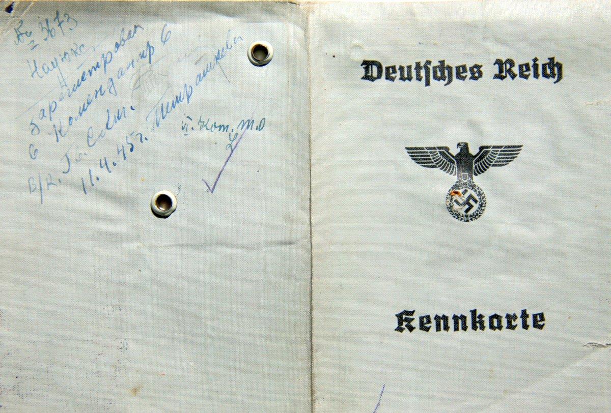 Name:  00011 Trosin Gertrud Emma 1943 Kennkarte Danzig (Aussenseite).jpg Hits: 650 Größe:  216.2 KB