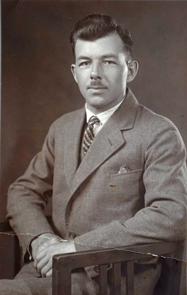 Name:  01040 Trosin Walter Johann Ferdinand ca 1940 Portrait (SA611936).jpg Hits: 414 Größe:  248.8 KB