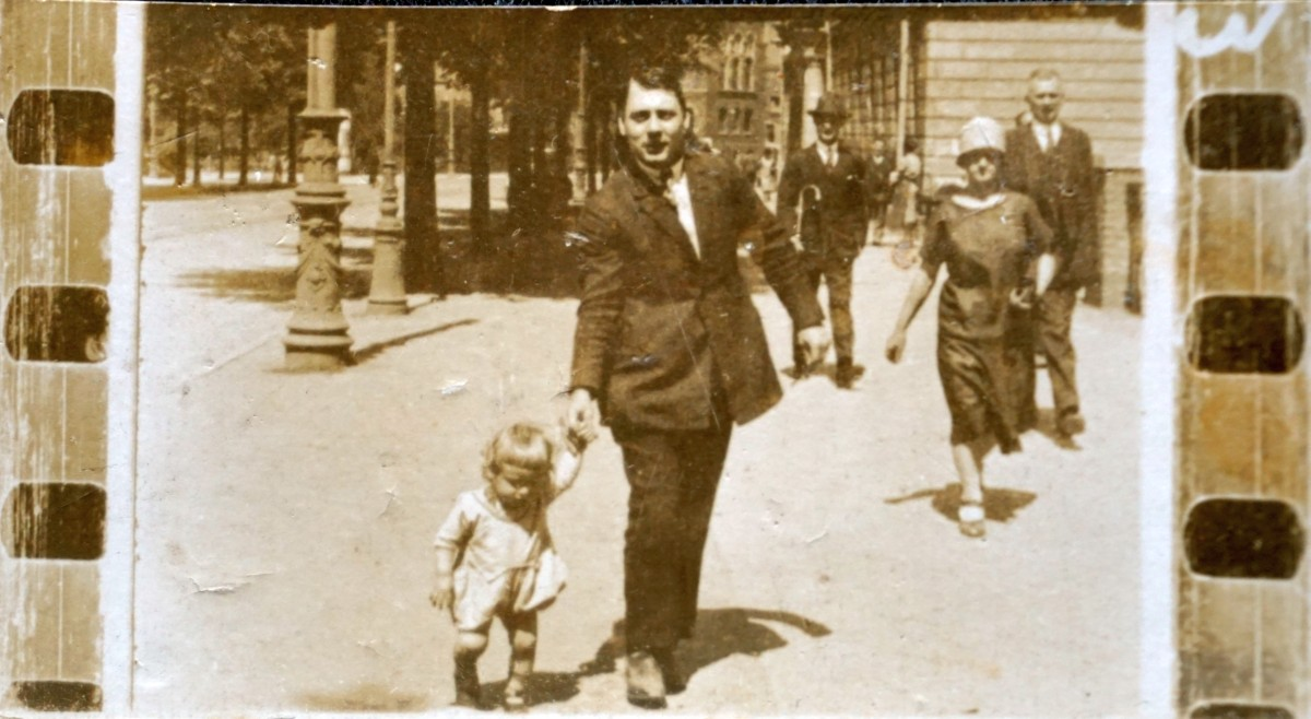Name:  00005 Naujocks Siegfried 1927 00010 Naujocks Theodor Strassenfoto (SA612405) klein.jpg Hits: 386 Größe:  158.3 KB