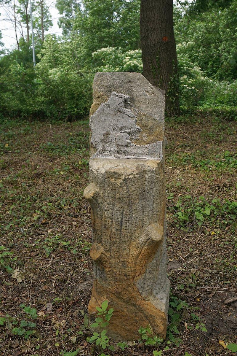 Name:  190610 SA616404 Fuerstenwerder ev Friedhof Grabstein.jpg Hits: 84 Größe:  393.6 KB