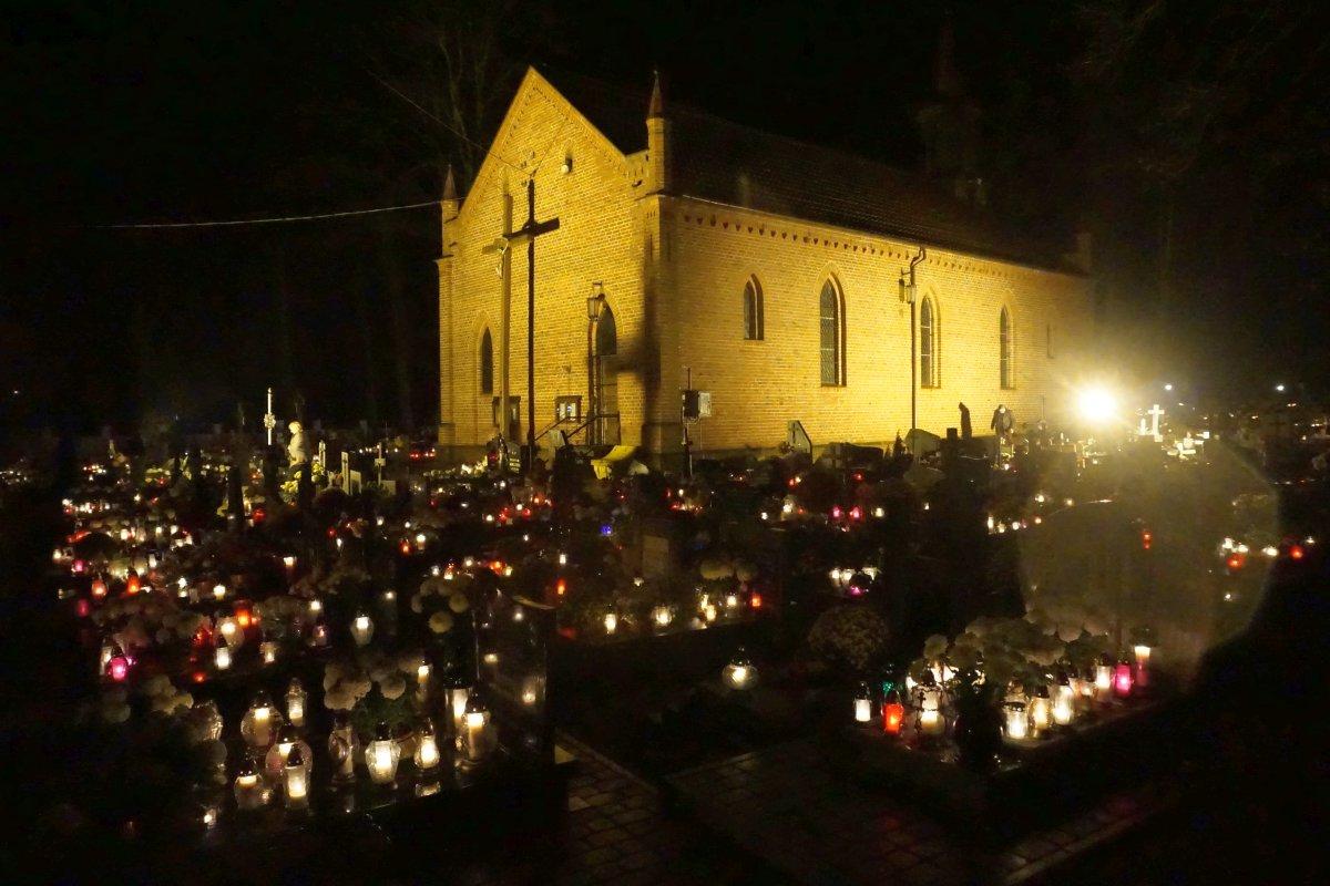 Name:  161101 SA607336 Fuerstenwerder Friedhof.jpg Hits: 305 Größe:  185.6 KB
