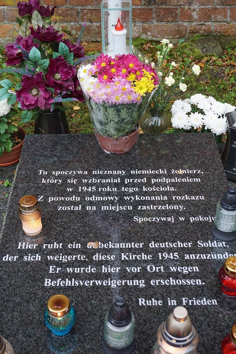 Name:  191102 SA618592 Schoeneberg Grab unbekannter Soldat.jpg Hits: 127 Größe:  399.9 KB