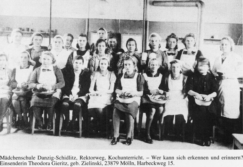 Name:  UD 19980232 Schidlitz Maedchenschule Kochunterricht.jpg Hits: 799 Größe:  133.8 KB