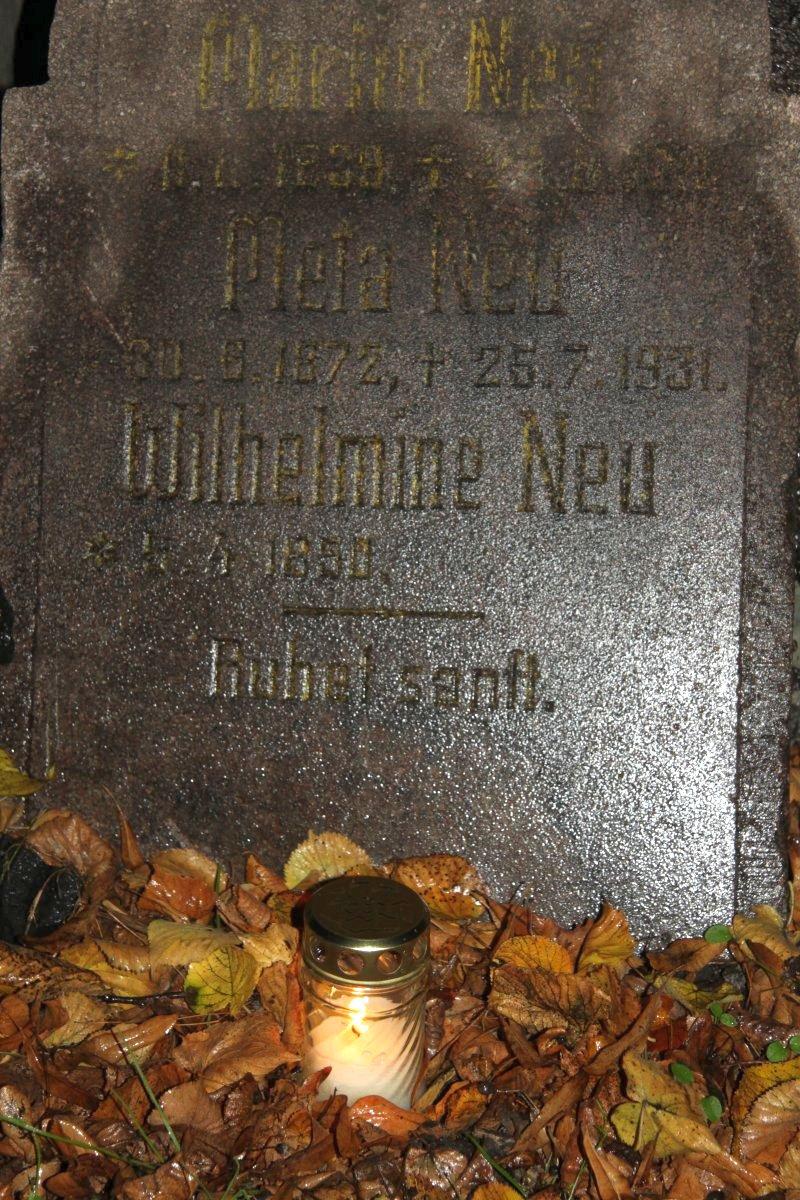 Name:  20131102 C22341 Nickelswalde Grabsteine.jpg Hits: 379 Größe:  307.6 KB
