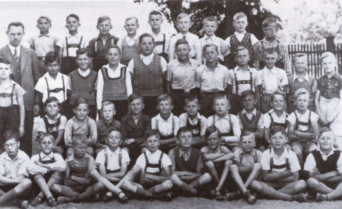Name:  Realgymnasium - Klassenfoto - enhanced.jpg Hits: 220 Größe:  488.0 KB