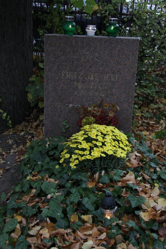 Name:  20121101 C15801 Friedhof Oliva Jaenicke.jpg Hits: 385 Größe:  189.1 KB