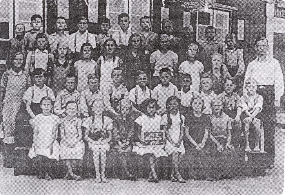 Name:  Mierau - Volksschule 1936 - 1.-8. Schuljahr.jpg Hits: 102 Größe:  486.0 KB