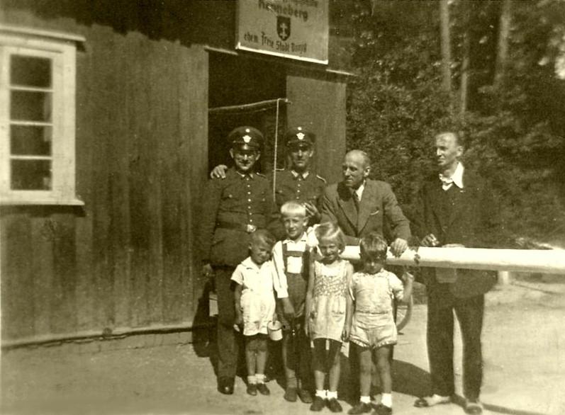 Name:  Grenze bei Renneberg - retouch.jpg Hits: 324 Größe:  109.1 KB