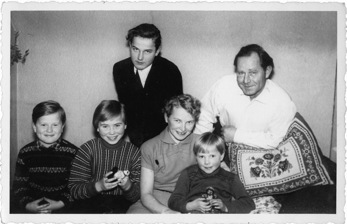 Name:  1958-petermarionachimhildewinniepaul.jpg Hits: 728 Größe:  260.2 KB
