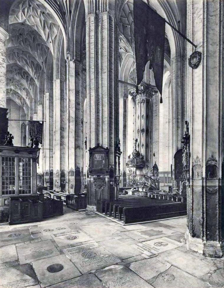 Name:  Marienkirche - südliches Seitenschiff nach Westen, 1929.jpg Hits: 313 Größe:  380.7 KB