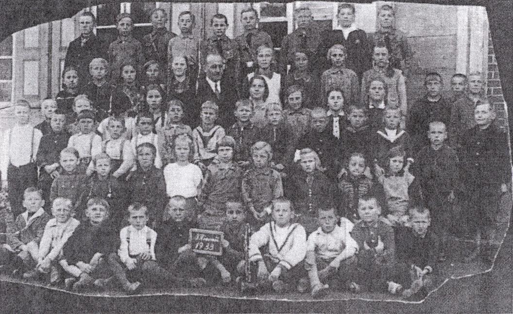 Name:  Mierau - Volksschule 1933 - 1.-8. Schuljahr.jpg Hits: 178 Größe:  479.2 KB